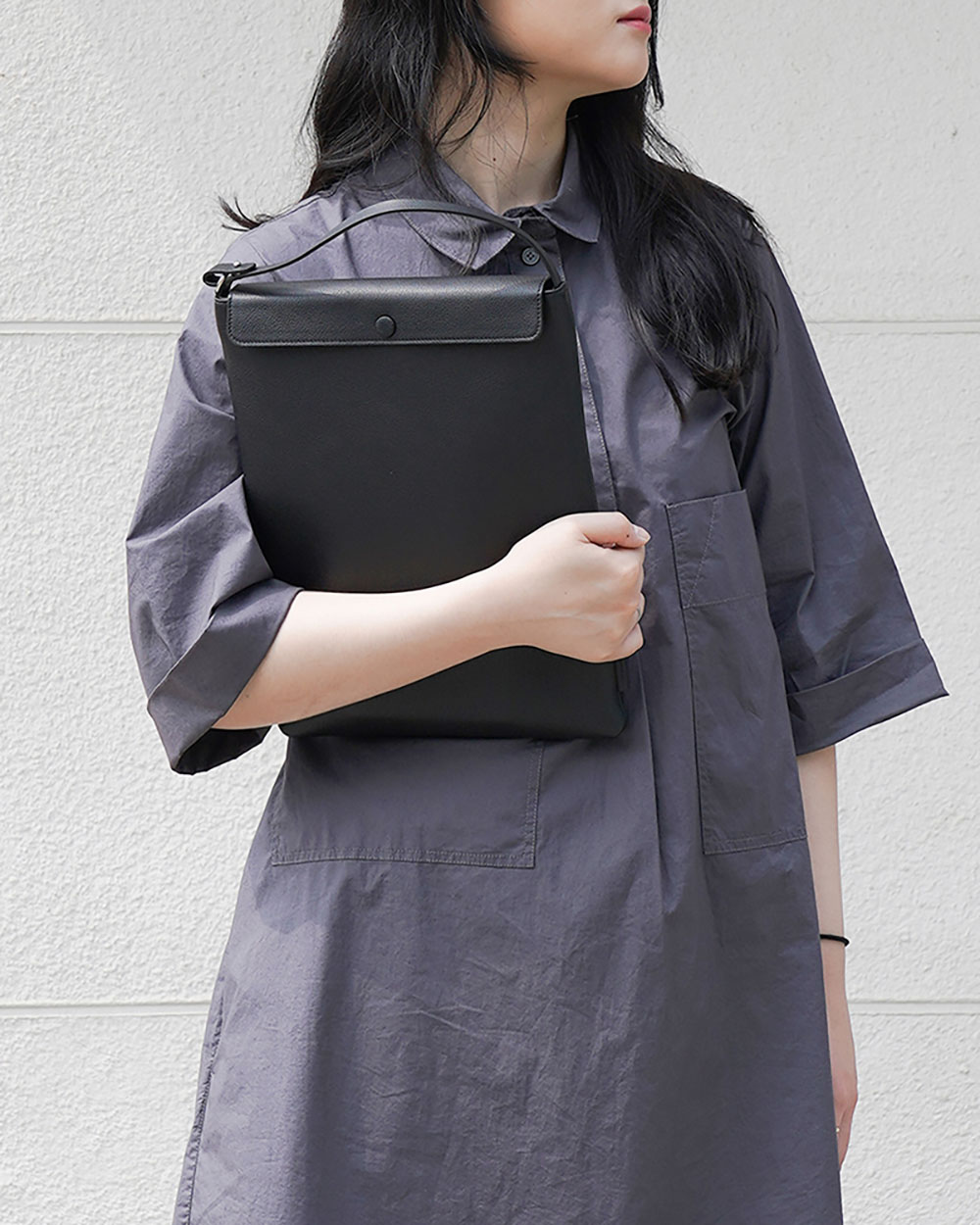 Proper laptop pouch with handle